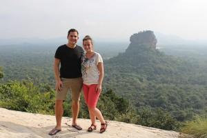 Sigiriya rots (op de achtergrond)